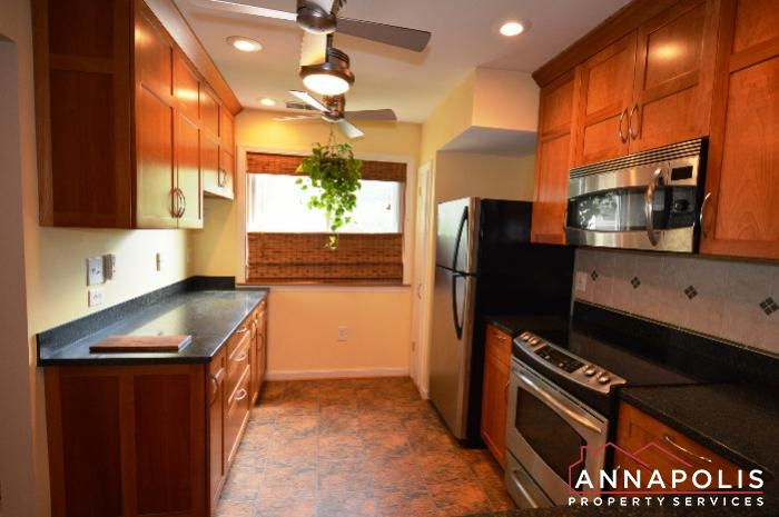 40 Rockwell Court-kitchen bn.JPG