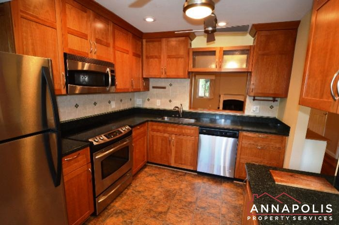 40 Rockwell Court-kitchen dn.JPG