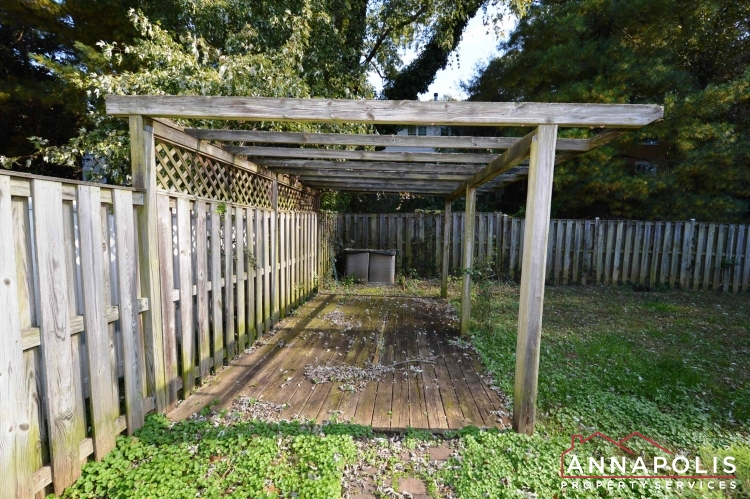1505 Hickory Wood Drive-Back yard bn.JPG