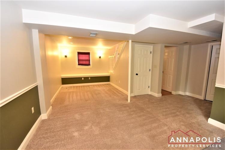 932 Kinhart Court -Family Room 1a.JPG