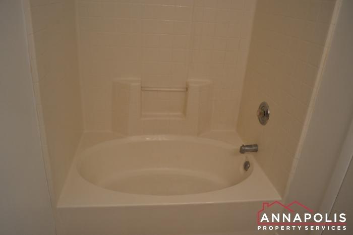 40J Hearthstone Court -master bath.JPG