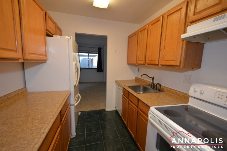 1067 Cedar Ridge -Kitchen anb.JPG