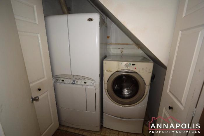 1067 Cedar Ridge -Washer and dryer an.JPG