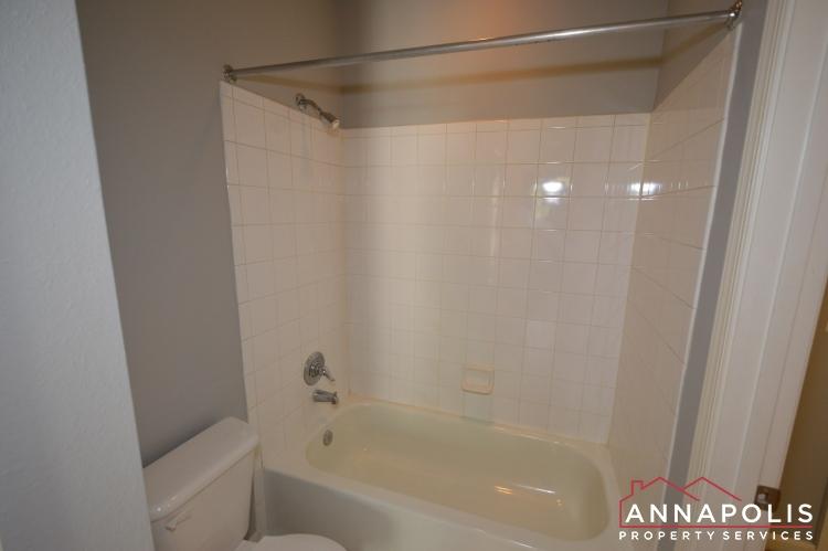 56 Regatta Bay #325-Bathroom 2 tub an.JPG