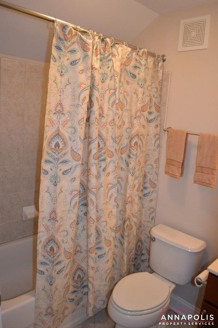 608 Melvin Ave # 203-upper bath.JPG