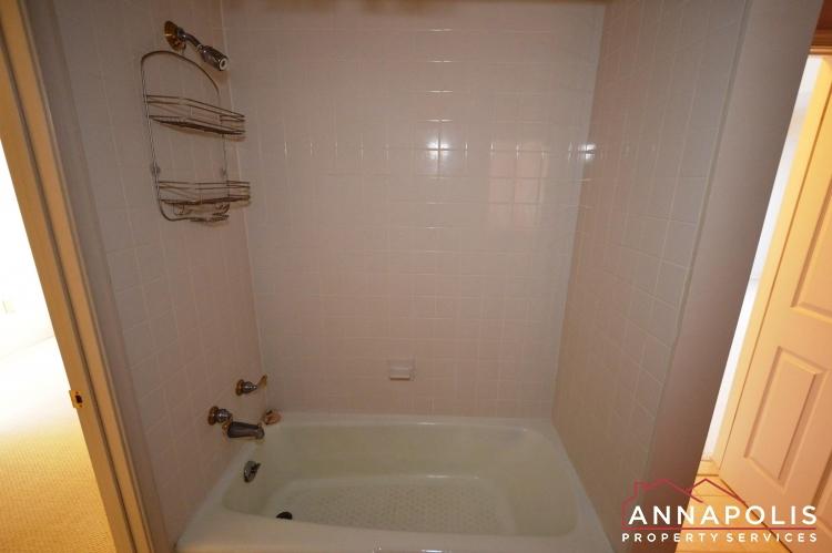 310 Burnside Street-Bathroom level 2 cnn.JPG