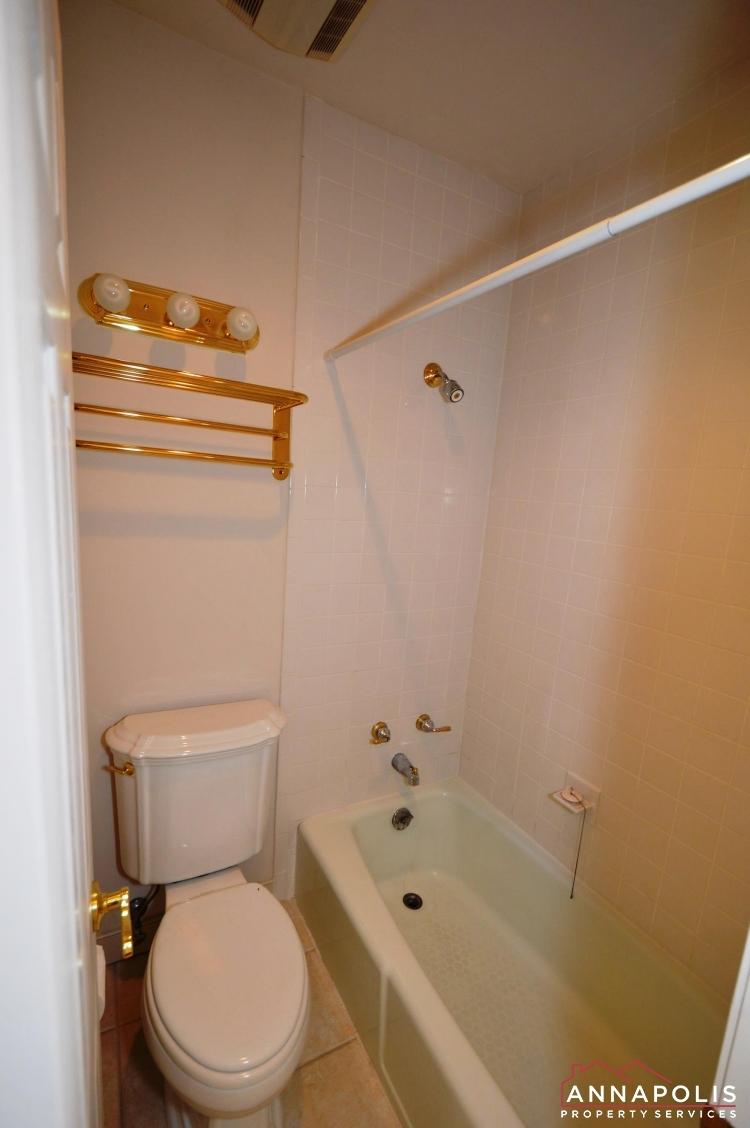 310 Burnside Street-Bathroom level 3 dnn.JPG