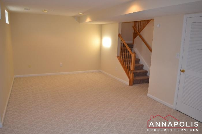 2422 Knapps Way-Family room c.JPG