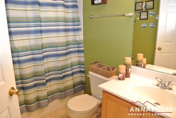 950 Citrine Court -Main bathroom.JPG