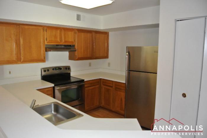 50K Sandstone Ct-kitchen b.JPG