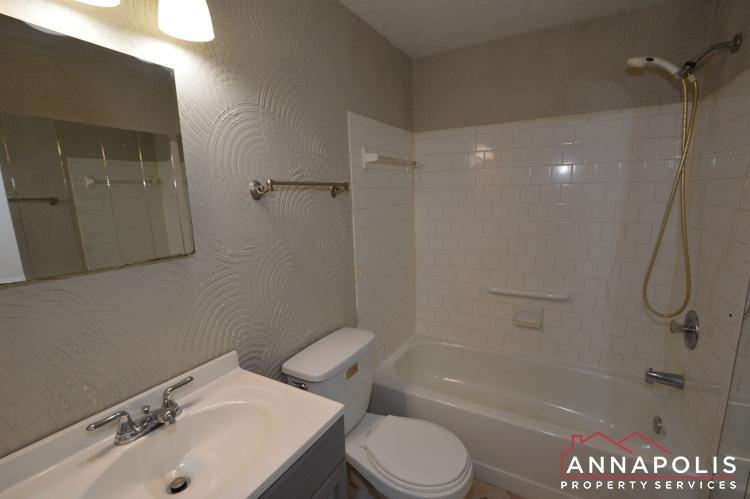 1426 Regent Street -Upper bath ann.JPG