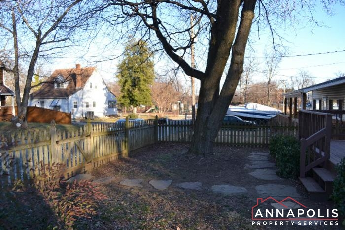 509 Westminister Road -Front yard.JPG
