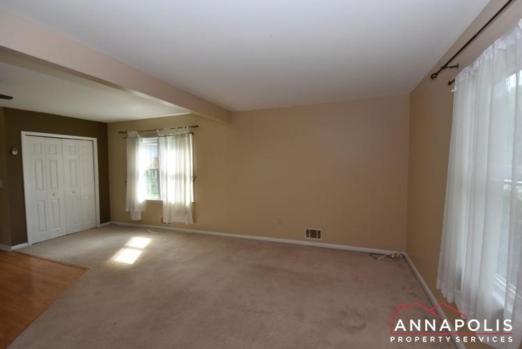 509 Westminister Road -Living Room 1an.JPG