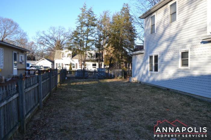 509 Westminister Road -fenced yard b.JPG