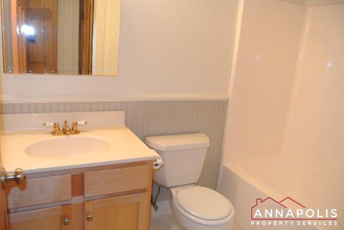 307 Glen Ave-main bath bn.JPG