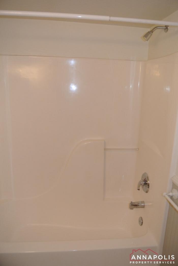 307 Glen Ave-main bath cn.JPG
