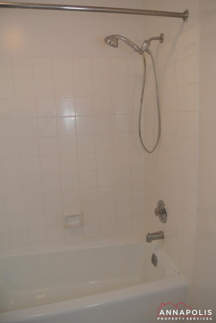 2106E  Chesapeake Harbour -master shower.JPG