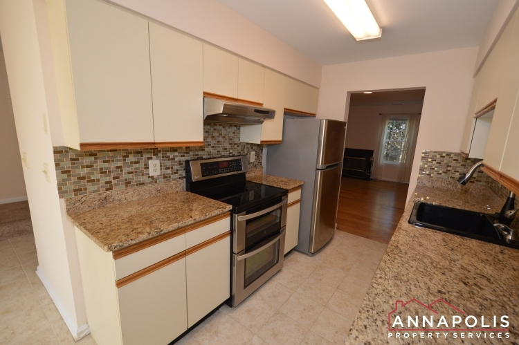 977 Breakwater Drive-Kitchen bn.JPG