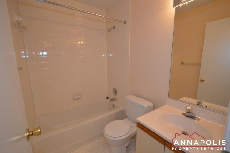 977 Breakwater Drive-Main bath an.JPG