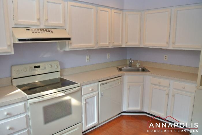 12 Belvedere Court-kitchen a.JPG