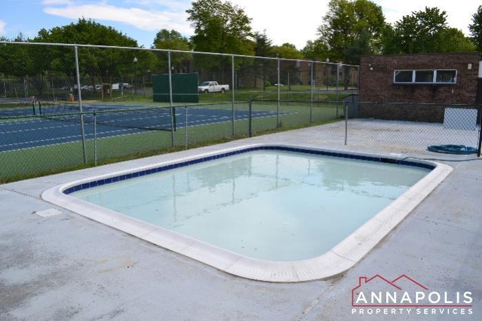 206 E Victor Parkway-kids pool.JPG
