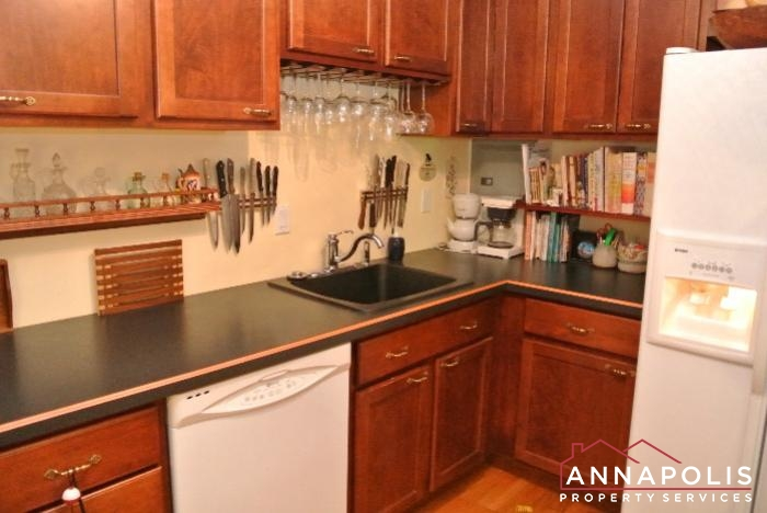 206 E Victor Parkway-kitchen a.JPG