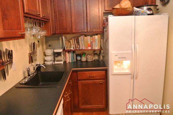 206 E Victor Parkway-kitchen b.JPG
