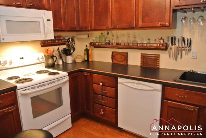 206 E Victor Parkway-kitchen d.JPG
