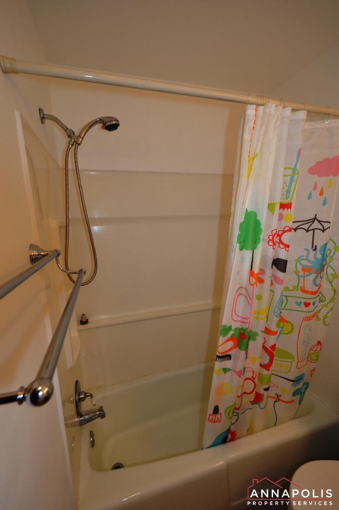 206 Victor Parkway # E-Main bath a.JPG