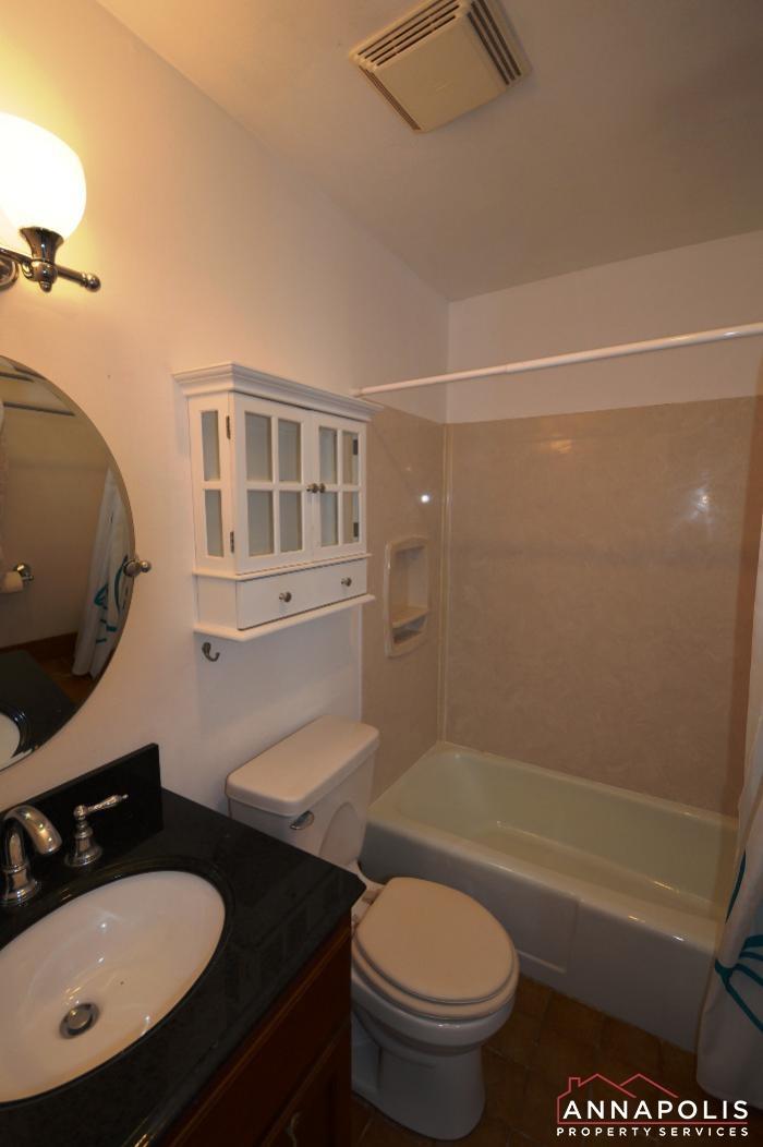 206 Victor Parkway # E-master bath a.JPG