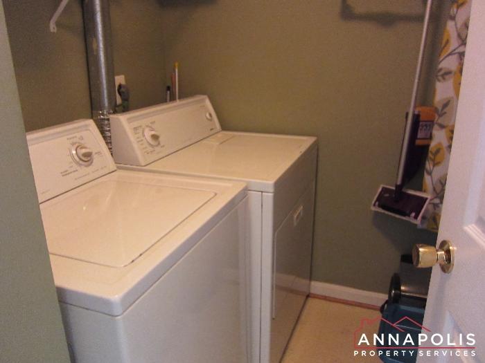 2016 Gov Thomas Bladen Way #204-washer and dryer.JPG