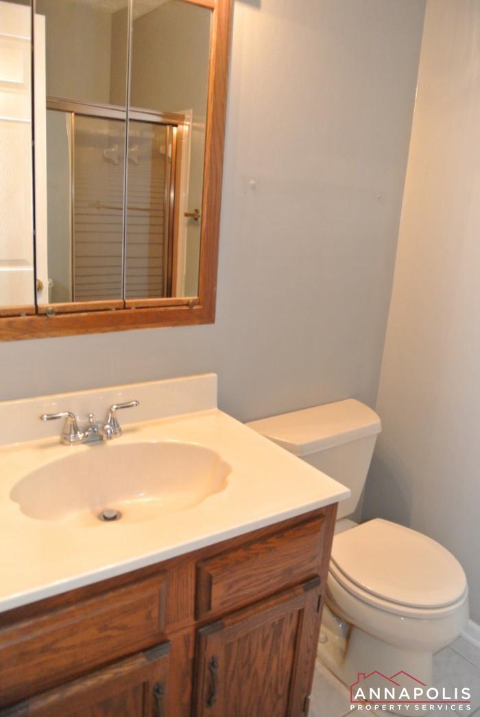 616 Southern Hills Drive -bathroom b.JPG