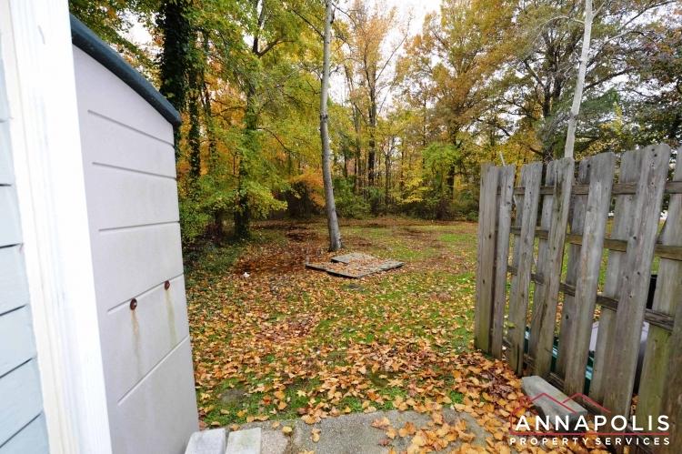 988 Breakwater Drive-Back yard ann.JPG