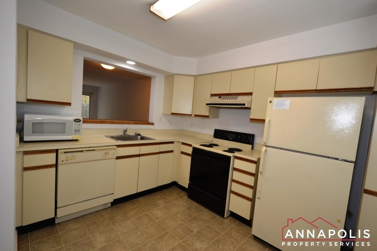 988 Breakwater Drive-Kitchen aam.JPG
