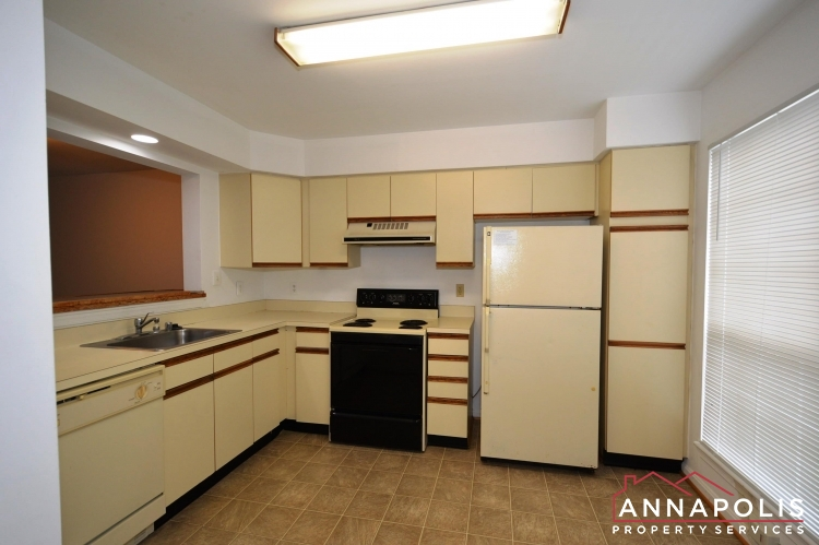 988 Breakwater Drive-Kitchen bbn.JPG