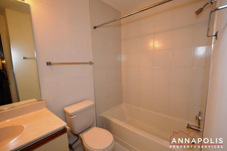 988 Breakwater Drive-Main bath ann.JPG