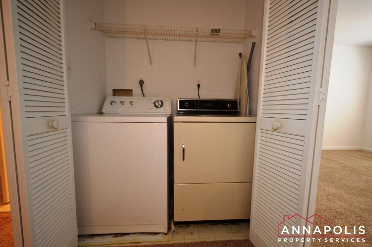 988 Breakwater Drive-Washer and dryer ann.JPG