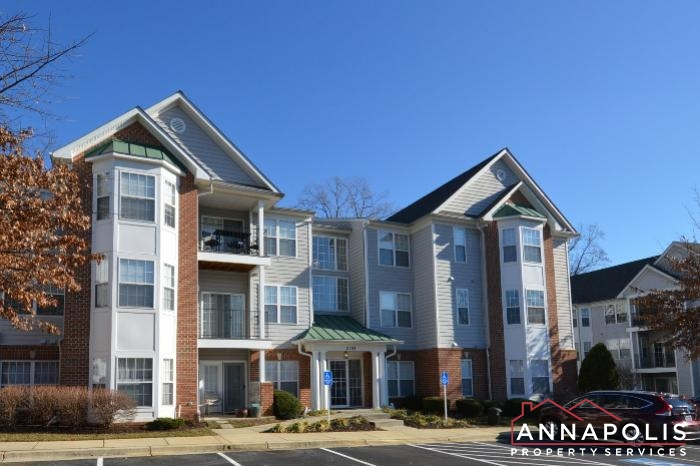 2159 Scotts Crossing #001-New front dn.JPG