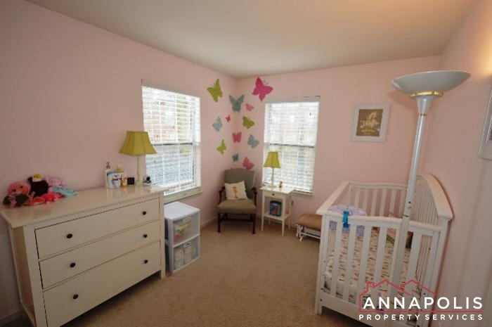 935 Forest Hills Ave-bedroom3a.JPG