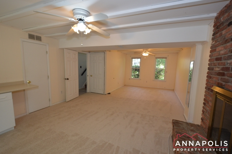 118 Lee Drive-Family room bnn.JPG