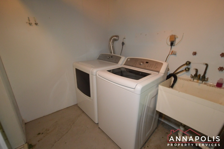 118 Lee Drive-Washer and dryer(2).JPG
