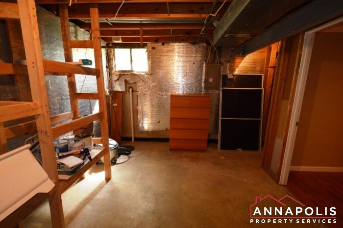 483 Ruffian Court-storage.JPG