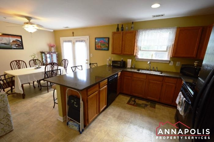 1106 Niblick Court-kitchen c.JPG