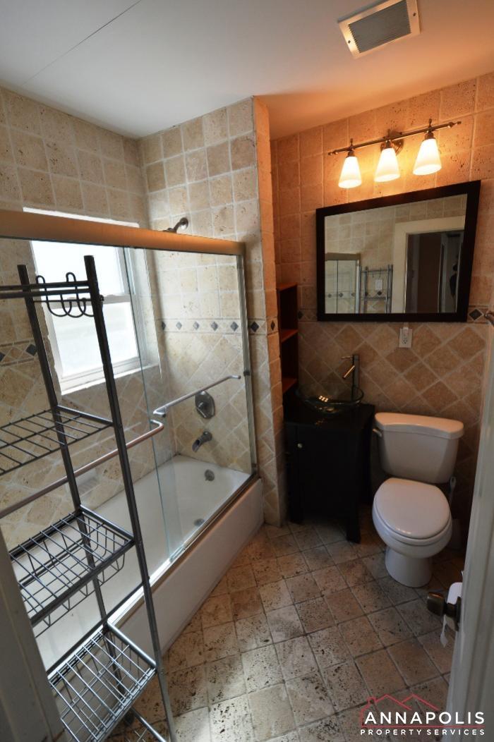 1009 Tyler Ave-Bathroom 1a.JPG