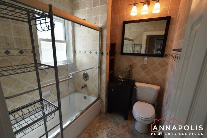 1009 Tyler Ave-Bathroom 1b.JPG