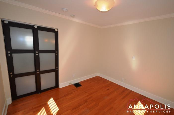 1009 Tyler Ave-Room 2c.JPG