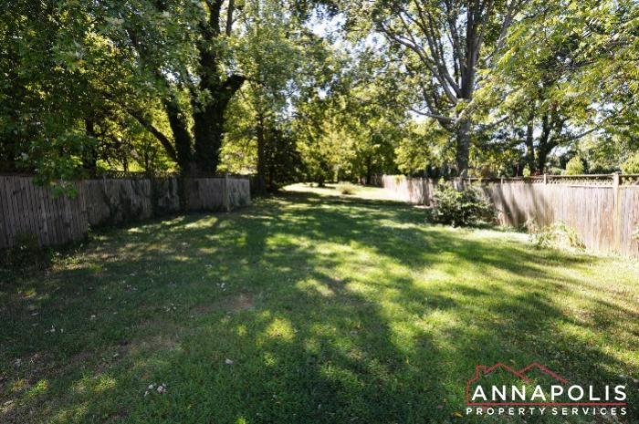 1009 Tyler Ave-back yard b.JPG