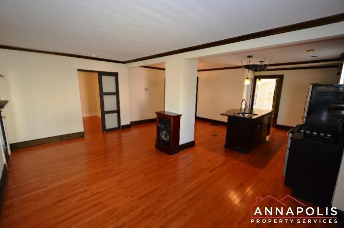 1009 Tyler Ave-living room a.JPG