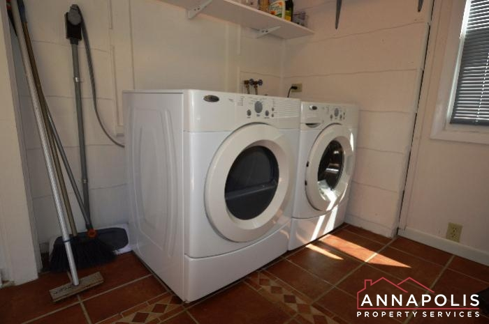 1009 Tyler Ave-washer and dryer.JPG