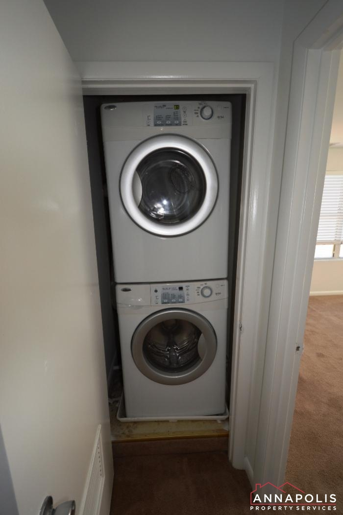 40E Hearthstone Ct-washer and dryer.JPG